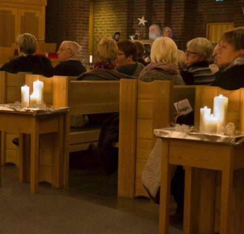 LEVANDE LYS: Eidfjord kyrkje vert pynta med masse levande lys når Toneskredo med orkester held konsert. Arkivfoto