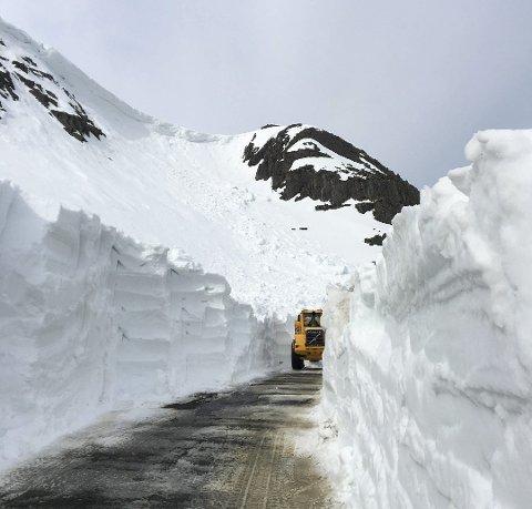 NY KONTRAKT: Mesta fortsetter å ha driftskontrakten for Varangerhalvøya og Karasjok-området. Bildet er tatt i anledning åpningen av Hamningbergveien i fjor.