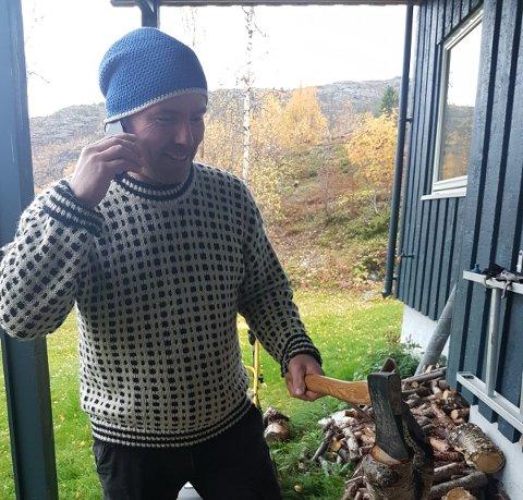 OVERRASKET: I et arrangert bilde viser Asbjørn Sandøy hvordan han så ut da TV2 ringte ham.