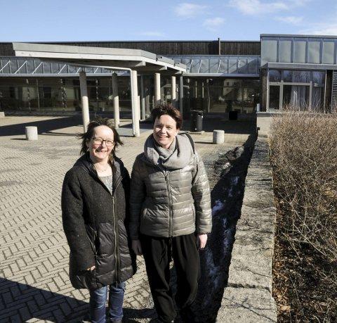 Klare: Hege Kveen (t.v.) og Mona Apeland i Sørumsand skolemusikkorps håper innbyggerne møter opp i hopetall til loppemarkedet.Foto: Anita Jacobsen