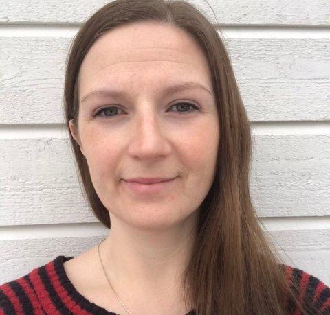 ENGASJERT: Line Brun fra Vestvågøy har samlet inn hele 121 par sko til aksjonen for å hjelpe flyktningene i Moria. Alle foto: Privat