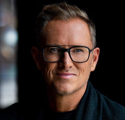 HELE NORGES INTERIØREKSPERT: Halvor Bakke (50) er programleder, designer, forfatter og foredragsholder.