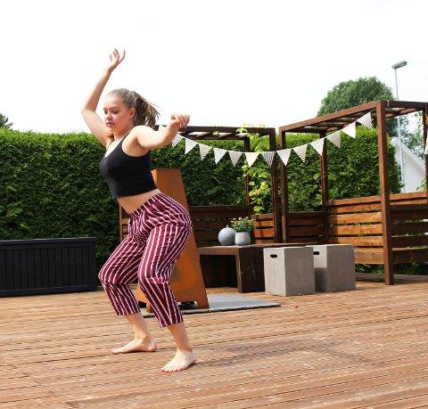 Mot drømmeyrket: Lone Schrøder Karlsen (16) satser på tre år i Oslo med dans som en del av den videregående skolen.