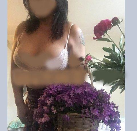 Nettannonse: Slik annonserer kvinnen for massasje. Vannmerket på bildet og ansiktet til kvinnen er sladdet av oss.