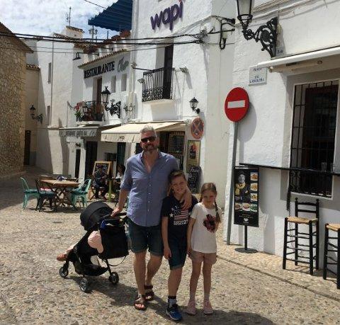 I fjor var Trygve Skaug og familien på feire i Spania i påsken. I år blir det sydenstemning hjemme. Dette bildet er tatt i Altea i påsken i fjor.
