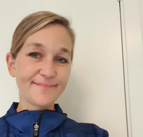 FØLER SEG HELDIG: Leiaren i Forsand IL, Elsa Haukelid, gler seg til klubben kan ta i bruk dei nye lokala ved kunstgrasbanen.