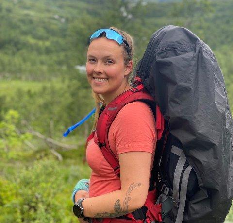 FLYTTA HEIM: Anja Hjortland fra Fagernes flytta fra Valdres i 2014 for å studere, men en kar som venta i Valdres dro henne heim igjen da farmasistudiene i Bergen var fullført.