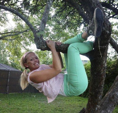 Må lære å «te» seg: Denne helgen kan du oppleve Catharina Bu som prinsessen som vil klatre i trærne. Foto: promo