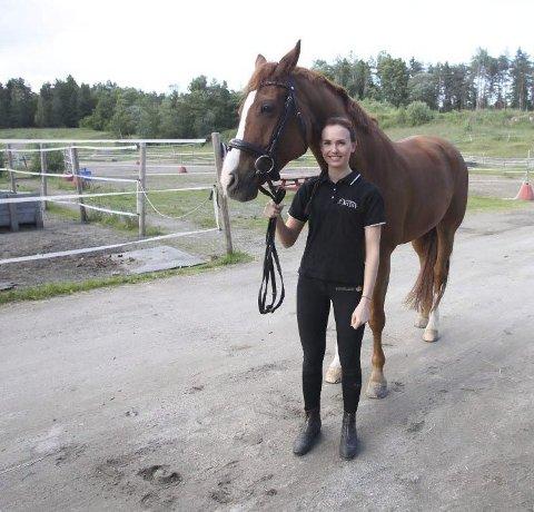 På flyttefot: Line Østli og hesten Roomy flytter til Tyskland. Foto: Knut Stenseth