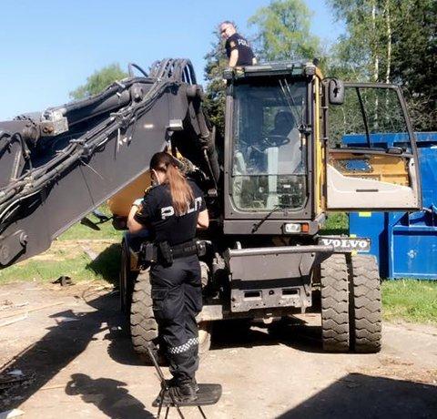 Torbjørn Sindsen er én av mange som ble rammet av GPS-banden. Han ble frastjålet GPS til 300.000 kroner. Her foretar politiet åstedsundersøkelse etter tyveriet.