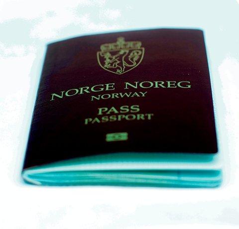 LUKRATIVT: Å skaffe seg norsk statsborgerskap er lukrativt. Derfor jukser mange med identiteten sin for å få norsk pass. Nå innrømmer flere syriske asylsøkere jukset.  FOTO:Stian Lysberg Solum / SCANPIX