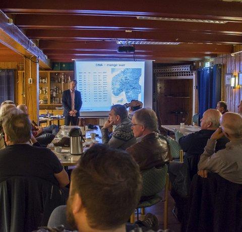 Rovdyrmøte: Folkeaksjonen Ny Rovdyrpolitikk, Østfold lokallag, inviterte til et åpent foredrag om rovdyr torsdag kveld. Foto: Sara Helen Engmo.