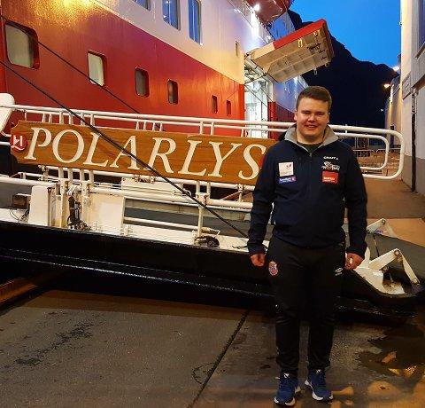 """NY UTOFRDRING: Med fagbrevet som kokk i boks mønstrer Sivert Kvernøy Sandnes av """"Polarlys"""" og er klar for nye utfordringer. Denne gang som bakerlærling"""