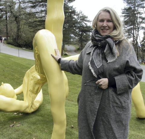 PARKSJEFEN: Ina Johanessen ved Ekebergparkens nyeste skulptur.