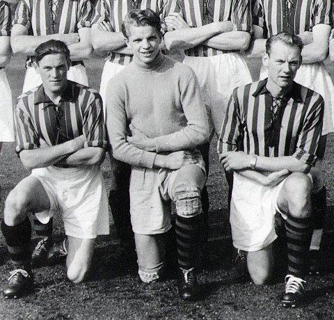 Fetter Roald: Fram ble seriemestre 1950 med Roald Thoresen i mål. Her flankert av Ludvig Dreng og Oddvar Kruge.