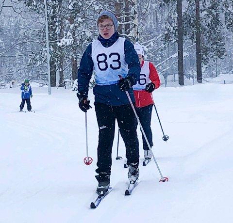TESTET: Harald B. Tømterud og Ragnhild B. Tangen testet lysløypa på Nes.