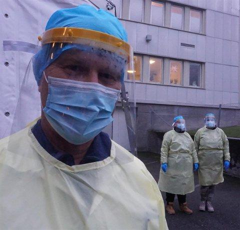Teststasjon: Kommuneoverlege Ole Johan Bakke står klar for å ta imot mennesker for korona-testing. Teststasjoner finnes i blant annet Tønsberg og Drammen.