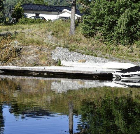 ALTFOR MYE BETONG: Er brukt på den ulovlige brygga som Endre Lie har anlagt på eiendommen sin i Svartvik.
