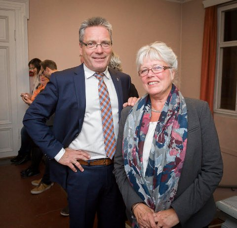 VIGSLERE: Ordfører Tor Edquist (H) og varaordfører Anne-Kari Holm skal være kommunens vigslere etter 1. januar 2018.