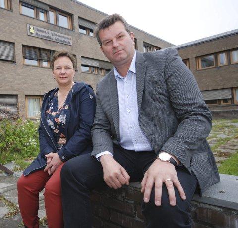 FORTSATT FINNMARK: LO-leder Hans-Christian Gabrielsen mener det fortsatt skal stå Finnmark fylkeskommune på skiltet på veggen, Fylkesordfører Ragnhild Vassvik og flertallet i fylkestinget får full støtte.