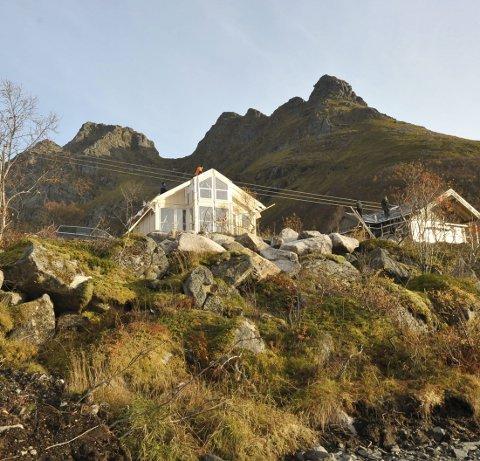 Fjellverden: Geitgaljen hyttefelt med Lilandtinden bak har nå to hytter under oppføring midt i oktober 2017.