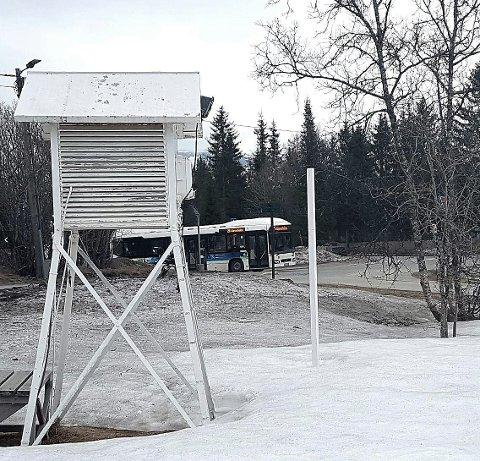 IKKE SNØREKORD: I dag tidlig ble det målt 38 cm snø ved målestaven.