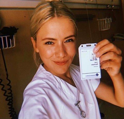 SYKEPLEIER: Dagny spiller sykepleieren Lisa i sesong to av serien.