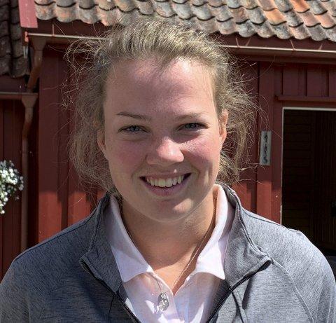 Sommerferie: Karoline Stormo er hjemme på ferie fra USA og er daglig å finne på golfbanen på Nes Verk. I midten av august reiser hun tilbake til USA.Foto: Skibsaksjeselskapet Hesvik
