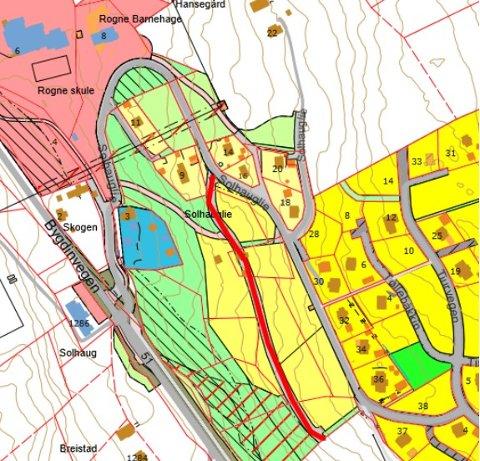 Det nye byggjefeltet: Veg i utviding av Solhauglie. Forslag «Haukåsvegen» merka med raud farge.