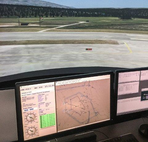 SIMULATOR: Flygelederne ved Røros lufthavn forbereder seg til NATO-øvelsen i Integra sin tårnsimulator på Fornebu.