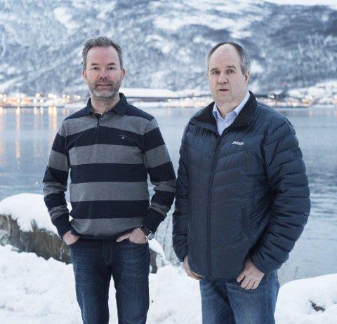 RINGVIRKNINGER: Geir Bjørkaas, næringslivskoordinator på prosjektet «Ringer i Vannet» på Agenda og Oddgeir Nergaard, driftsleder på Toyota Nordvik avdeling Narvik.  Foto: Kristoffer Klem Bergersen