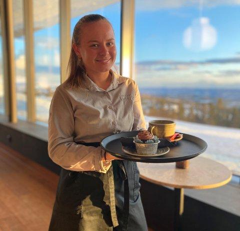 Mari Huslænde skal jobbe på restauranten Vidsyn i påsken.