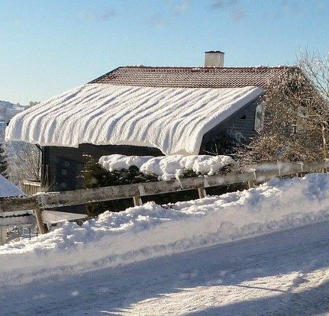 DYNE PÅ TAKET: Erik Utne har tatt et bilde hvor dyna på taket har sklidd litt ned.