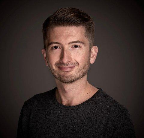 ROCKESANGER. Ørjan Hartveit drømte om å bli rockesanger, men lærerne på Langhaugen skole fikk han til å satse på klassisk sang.