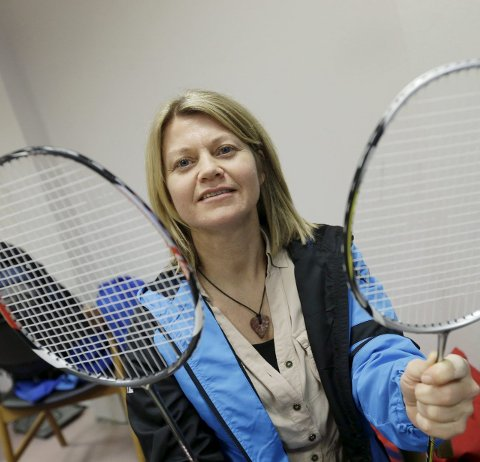 IVRIG: Annett Henriksen slår et slag for badminton.
