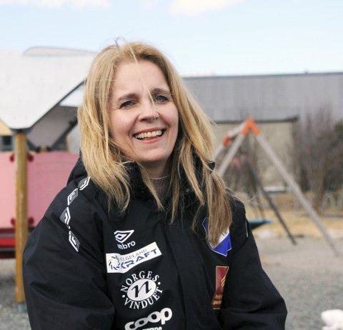 LYKKELIG LOGOPED: Monica Knutli Brennhaug vet hva det vil si å slite med både skolefag og selvbilde, men hun er fandenivoldsk, og nå er hun endelig ferdig utdannet logoped.