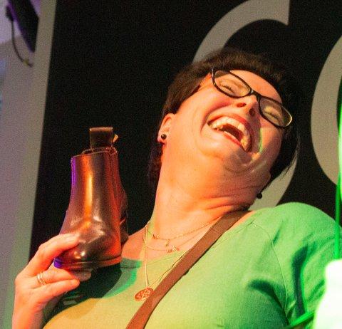 VITAL: Den mest vitale av alle under onsdagens moteshow var Bente Johansen. Hun bydde på seg selv til publikums begeistring