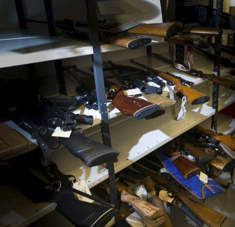 MANGE PÅ AVVEIE: Politiet har ikke kontroll på 3271 våpen.