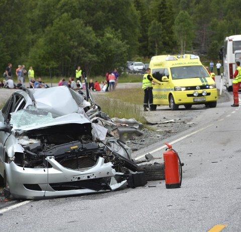 OMKOM: Mannen som satt i personbilen omkom på stedet etter kollisjonen med bussen.