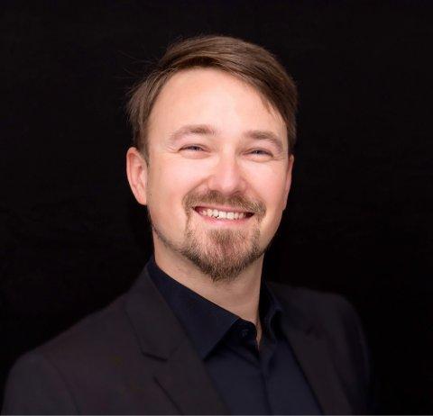 DJUP OG BLID: Bassen Jakub Adam Niedziela har den djupaste røysta i Rogaland, meiner sopranen som syng saman med han.