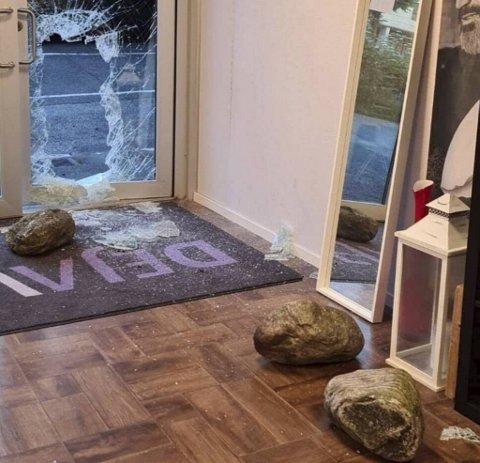 Ubudne gjester knuste seg inn i frisørsalongen De ja vu i Fjøsangerveien natt til 12. august.