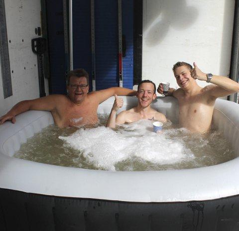 Koste seg: fv. daglig leder Knut Gullesen, Kenneth Stabbforsmo og Mads Fiplingdal fra Norgesvinduet. foto: Benedicte wærstad
