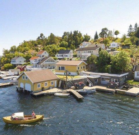 Innholdsrik: Strandeiendommen som er til salgs for sju millioner på Furuholmen. Foto: Privatmegleren