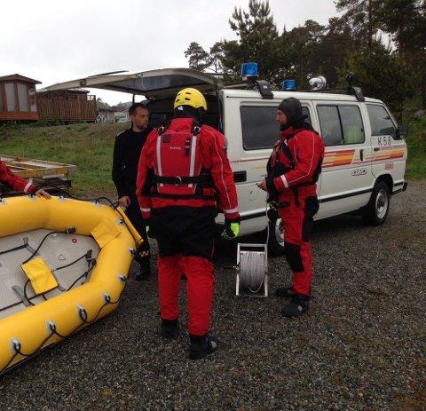 Bildet er frå ei øving brannvesenet hadde med overflateredningsutstyr ved Opsangervatnet. (Foto: Atle Josdal).