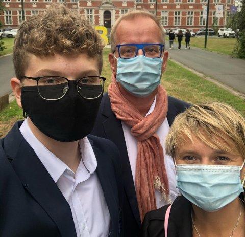 KORONA: Kristian (14), Geir og Julia Seljeseth reiser fra Belgia allerede førstkommende fredag.