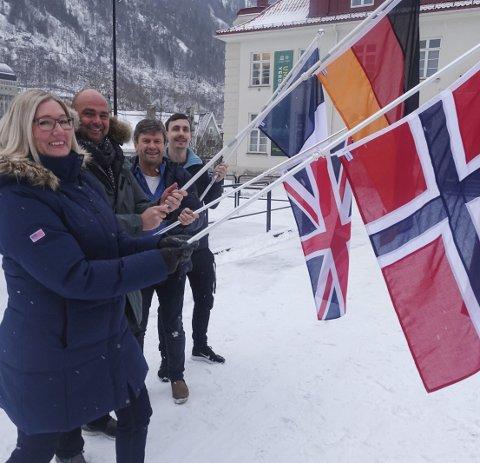 Flagger til Fest:  Vivian Mathisen, Benny Ofstad, Kjell-Gunnar Dahle og Mikael Hammersten er VM-klare.