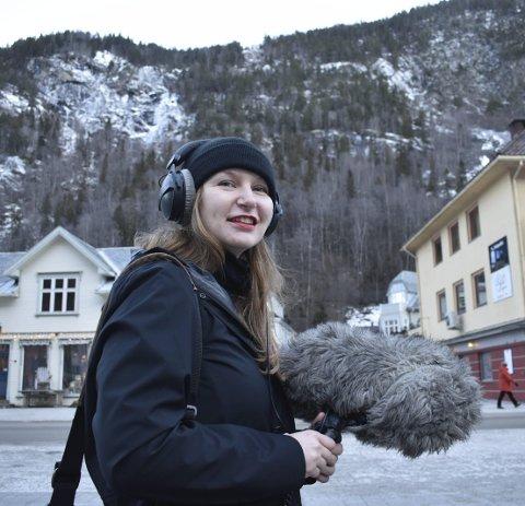 LYDJAKT: Celine Offenburgh tilbringer en uke på Rjukan for å fange ulike lyder hun støter på.