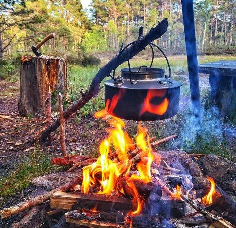 BÅLKOS: Det ble bål og kaffe etter en lang tur for innsenderen «jacek_ban».