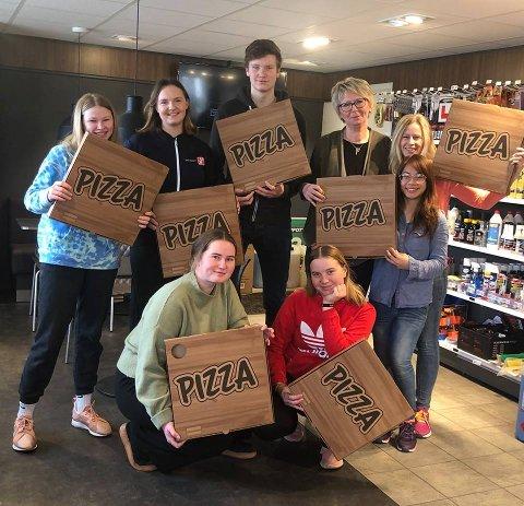 Yx-stasjonen i Skiptvet begynte å selge nylaget pizza i dag.