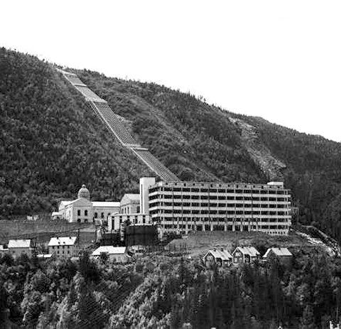 VAR EN KOLOSS: Hydrogenfabrikken var en koloss. Her er den avbildet i 1935.FOTO: ANDERS BEER WILSE